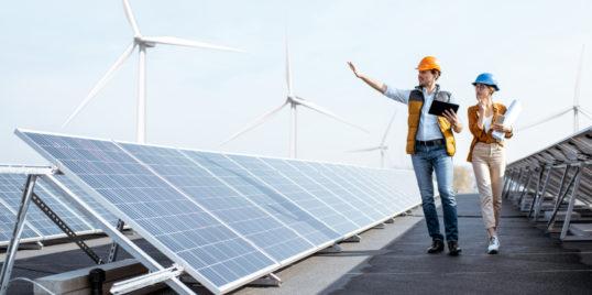 Engineers on a solar power plant MGNQJDJ
